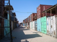 7,000 Shipping Containers Used to Create Bazaar in Kyrgyzstan 2