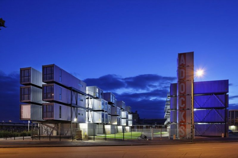 Student container housing cit a docks by cattani Metal piers for housing